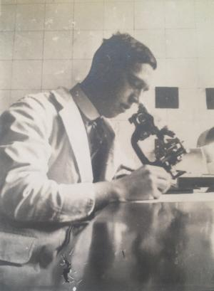 Sir Lionel Whitby at work in the Bland Sutton Institute, Middlesex Hospital